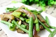 简单上手:夏日餐桌上最家常的茄子炒豇豆