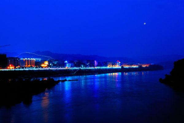石泉古城夜景