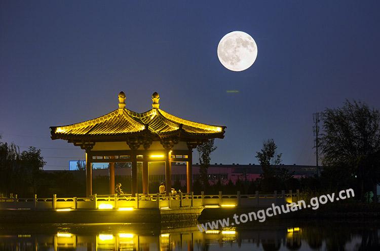 """铜川夜空迎来""""超级月亮"""""""