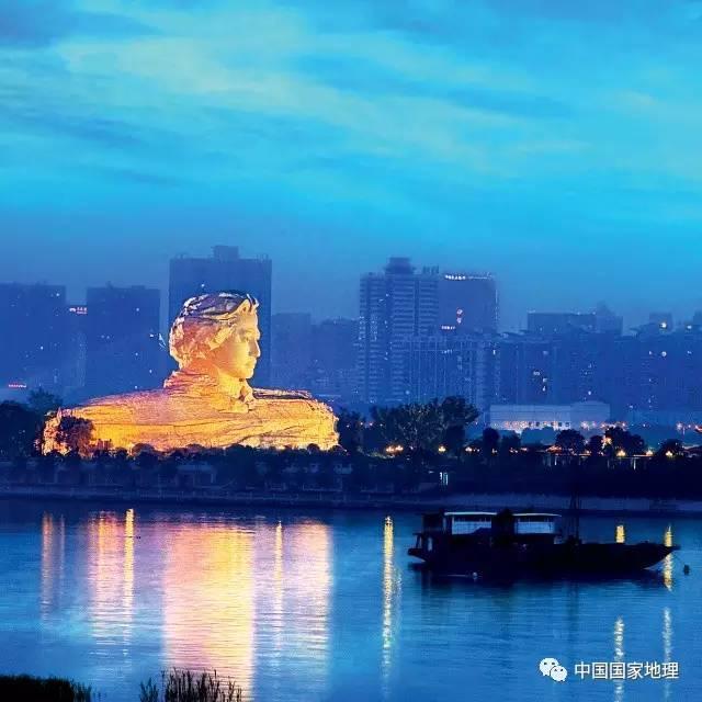 美哭了!这大概是中国最美的一条高铁线了